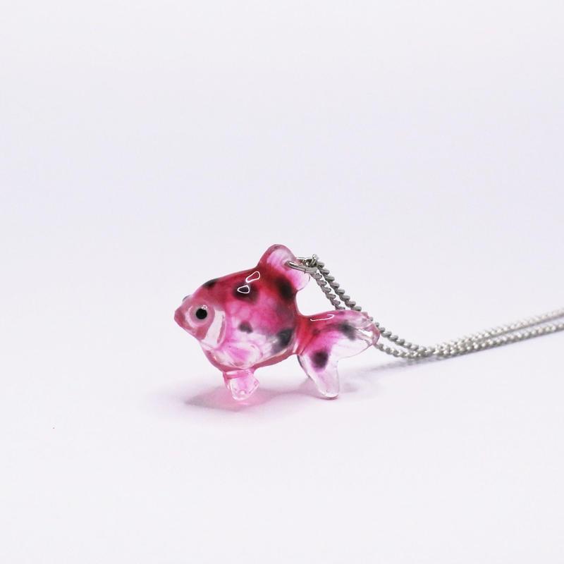 金魚ネックレス  透明ピンクマーブル (チェーン約40cm)