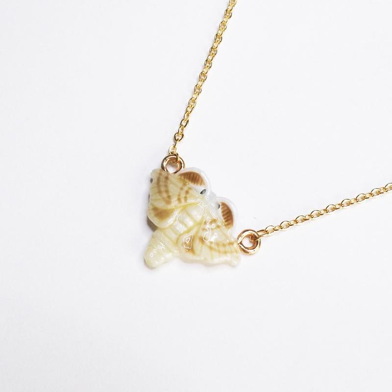 蚕成虫 ネックレス(チェーン約45cm)