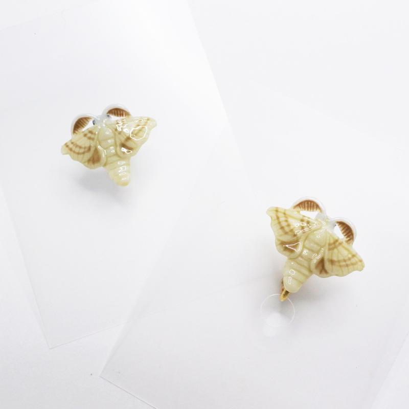 蚕成虫 ピアス/イヤリング(片耳)