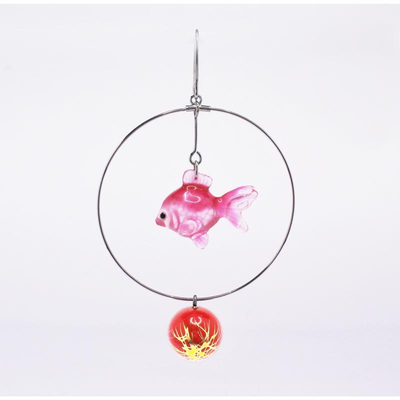 金魚ピアス ぶら下がりタイプ(片耳)  (イヤリング交換可能)  透明ピンク 赤ビーズ