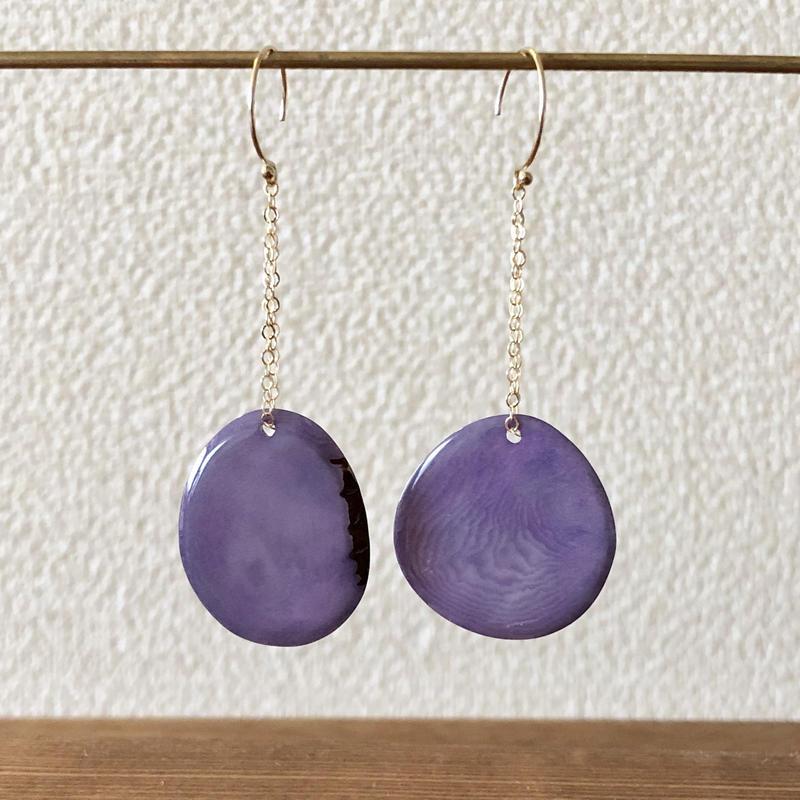 タグアが揺れる耳飾り purple