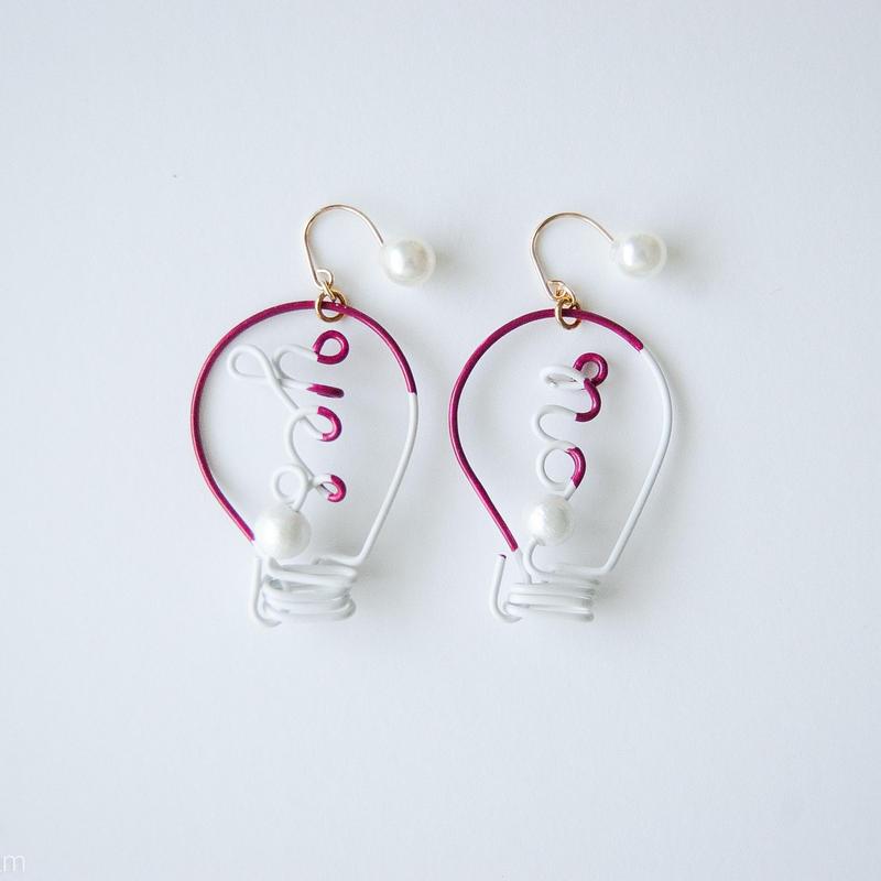 Arty Wire Pierced Earrings  -yes no bulbs  PIERCE  / GRAPE RED