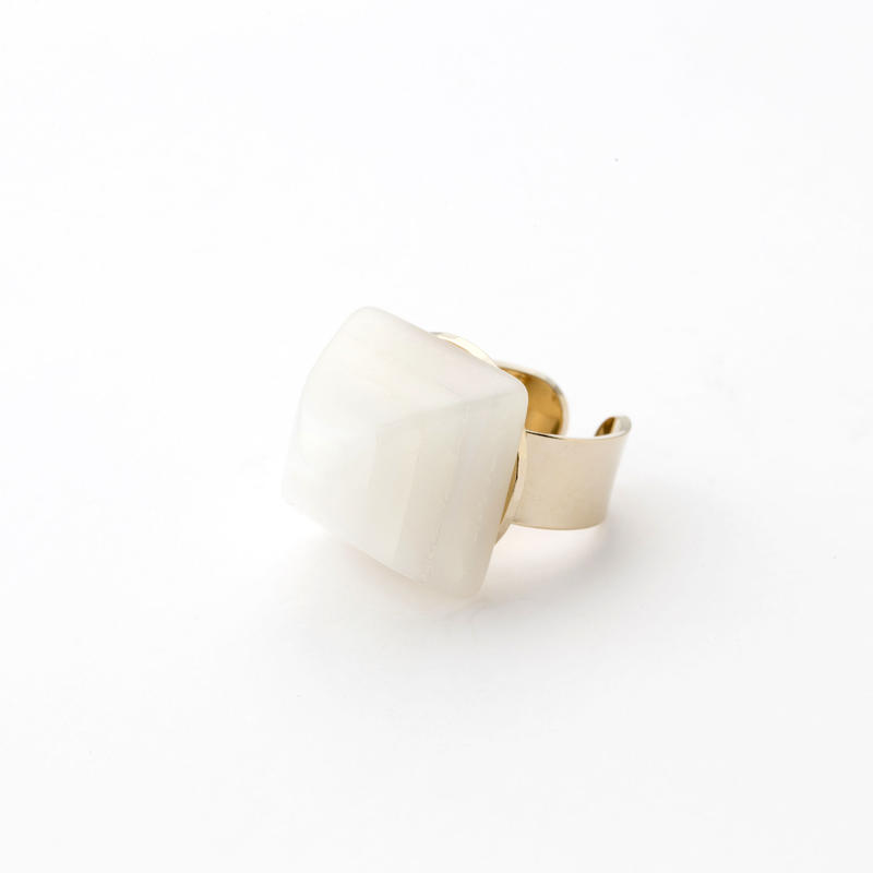 Pyramid Ring(Shell White)