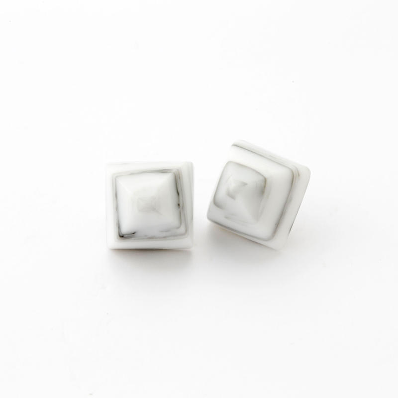Pyramid Pierce(Marble Gray)