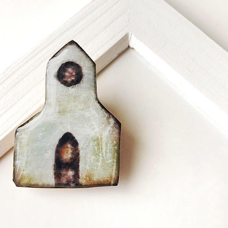 とんがり屋根の教会のブローチ (ボックス入り)