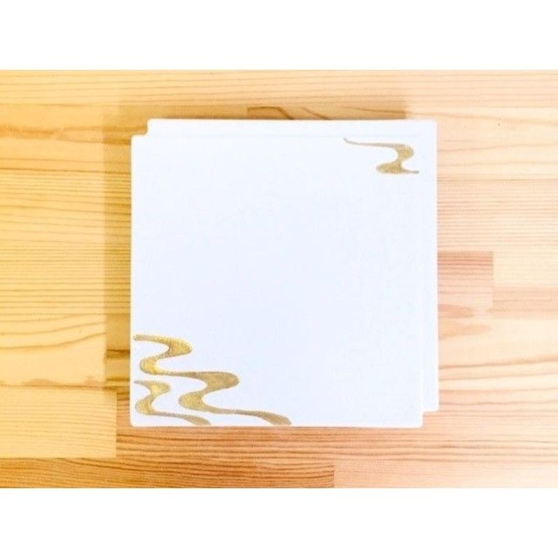 白吹金流水紋違い角一文字皿