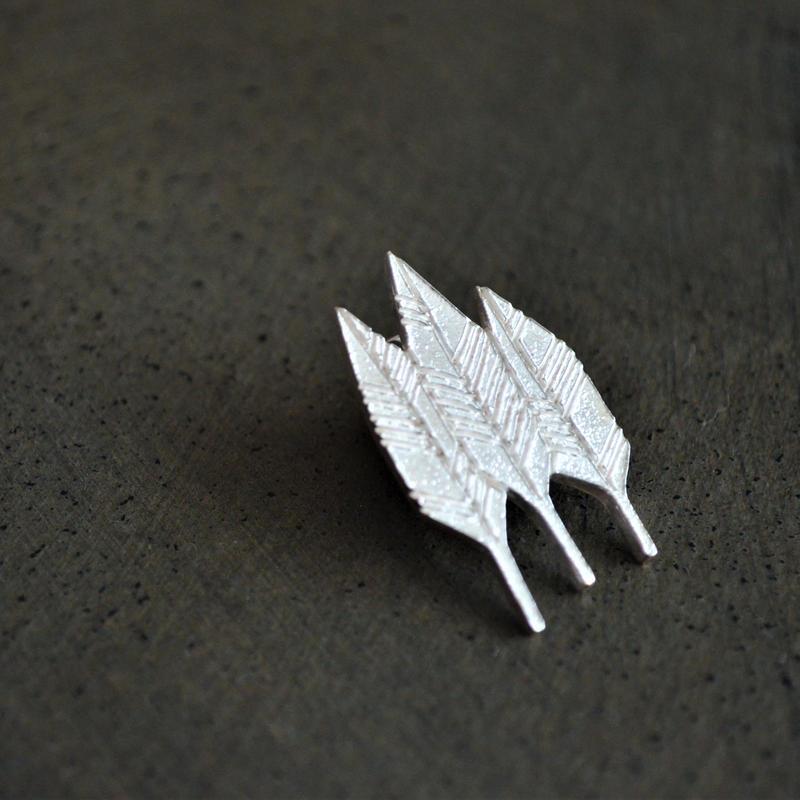 きたのまりこ ピンブローチ フカミドリノハヤシ silver