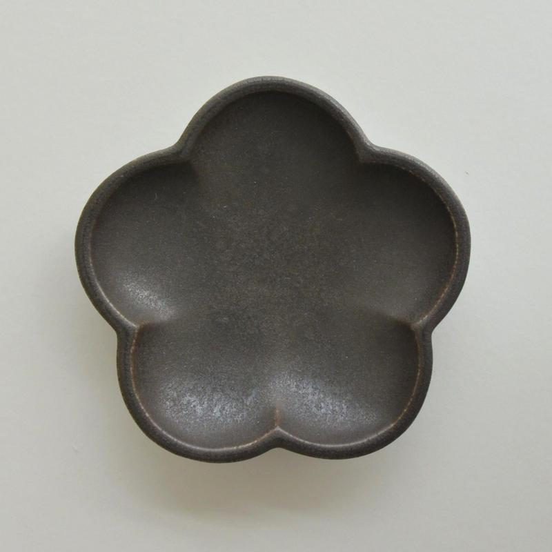 Awabi ware 花型豆皿 黒マット