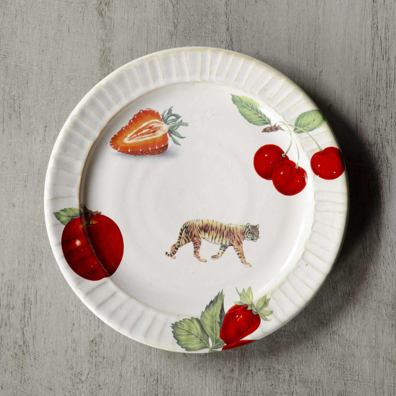 トラと果物のケーキ皿