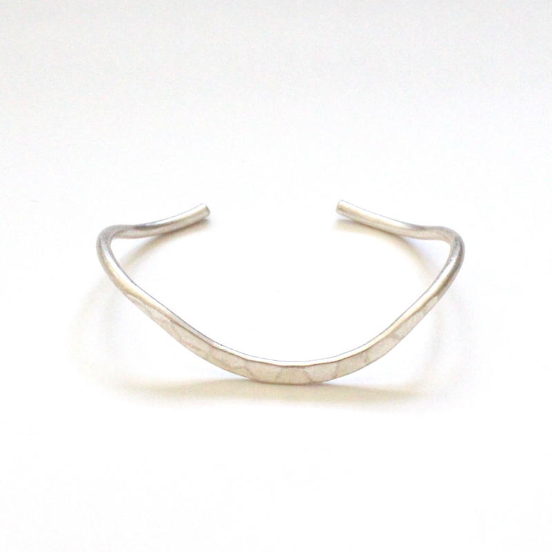Soft Curve Silver bangle