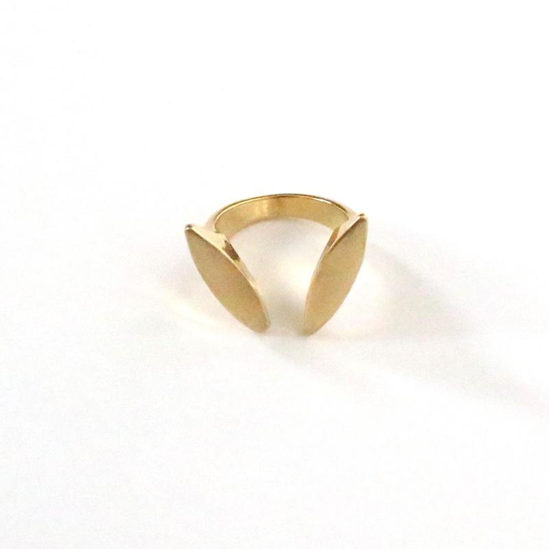 V Line ring