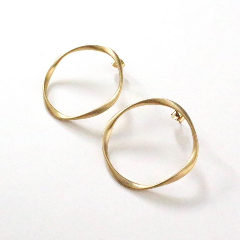 Mat Gold Circle pierce