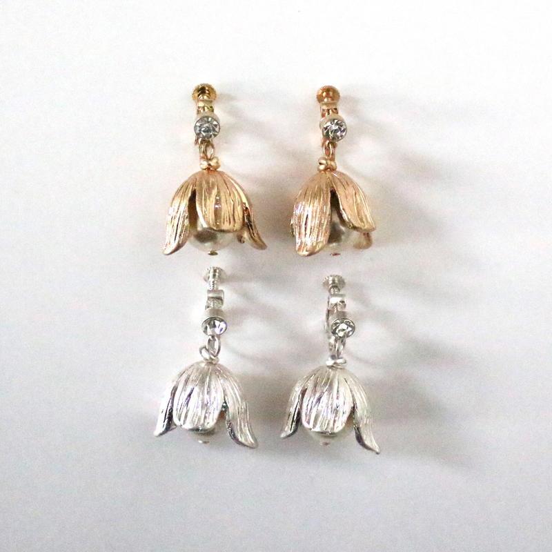 Pearl in Flower earring