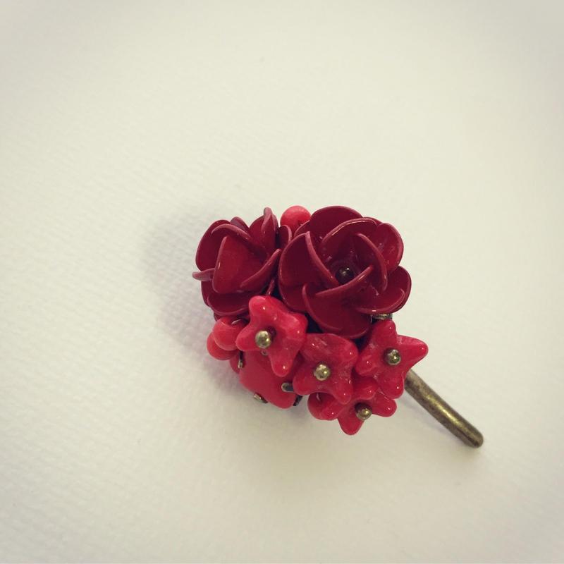 赤いバラのポニーフック