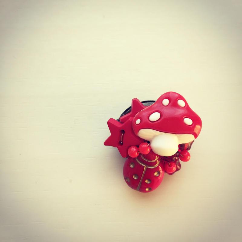一点もの 赤いキノコブローチ