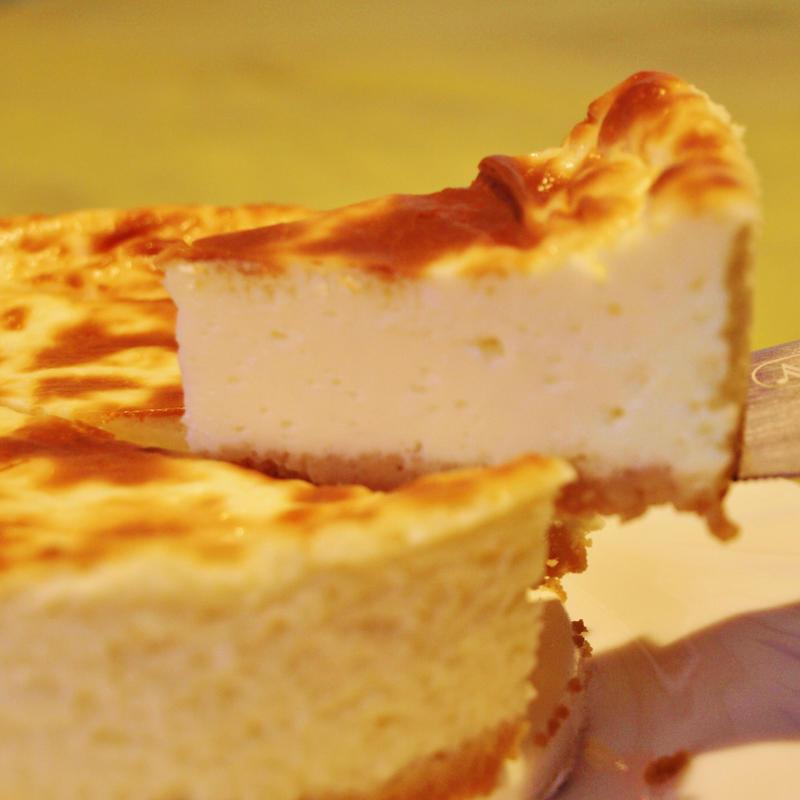 【送料無料】濃厚でクリーミー《伝統的濃厚ヨーグルト入りチーズケーキ×2個セット》チーズをたっぷり、ボリューム満点、本物志向のあなたに♪ すぐにお送りします。