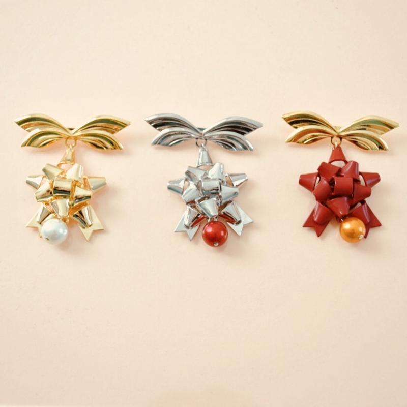 gift ribbon brooch