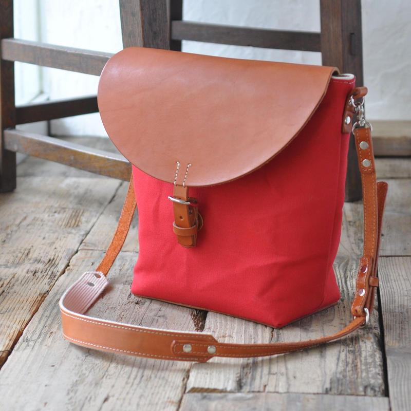 赤い帆布と栃木レザーのショルダーバッグ