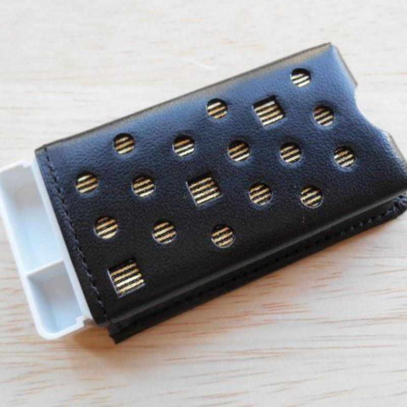 本革製 フリスクケース 黒 ホログラム金