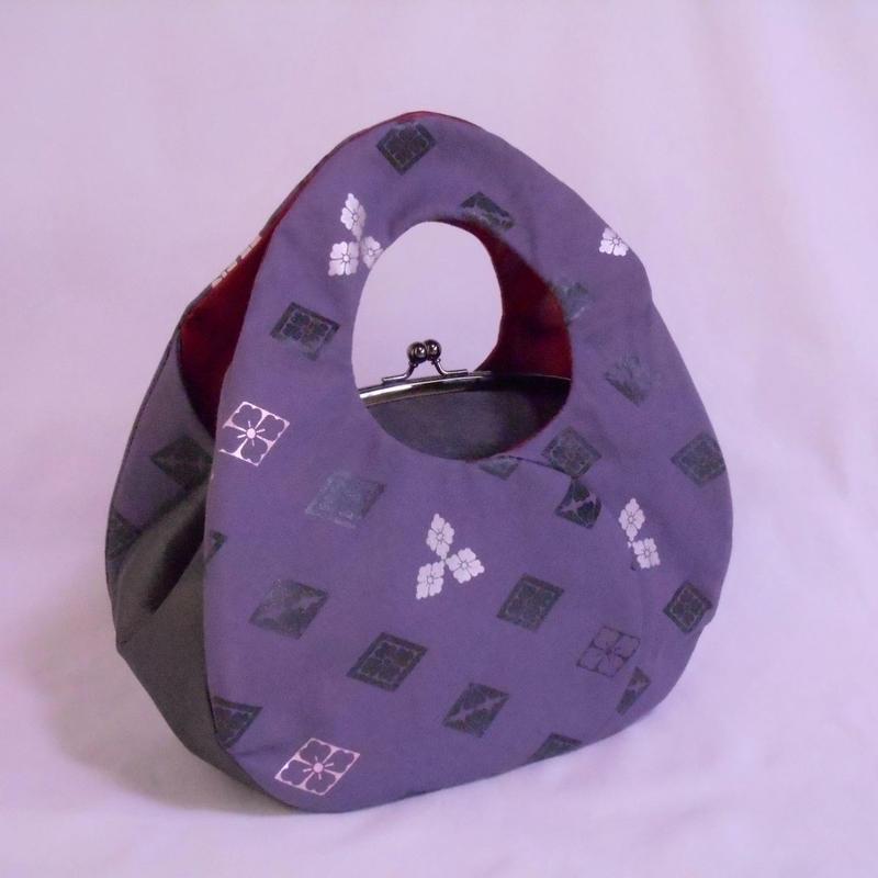 がま口手提げバッグ あおり型バッグ 帆布紫グレー色・本革製 唐花 墨銀・プラチナ・ピンク箔