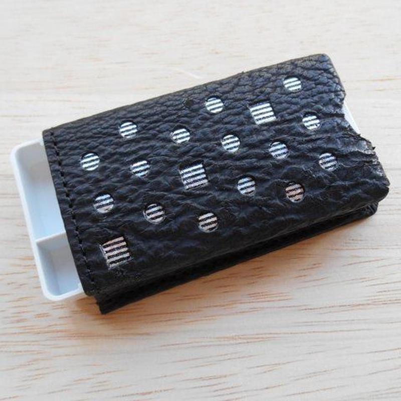 本革製 フリスクケース 鮫革 黒 ホログラム銀