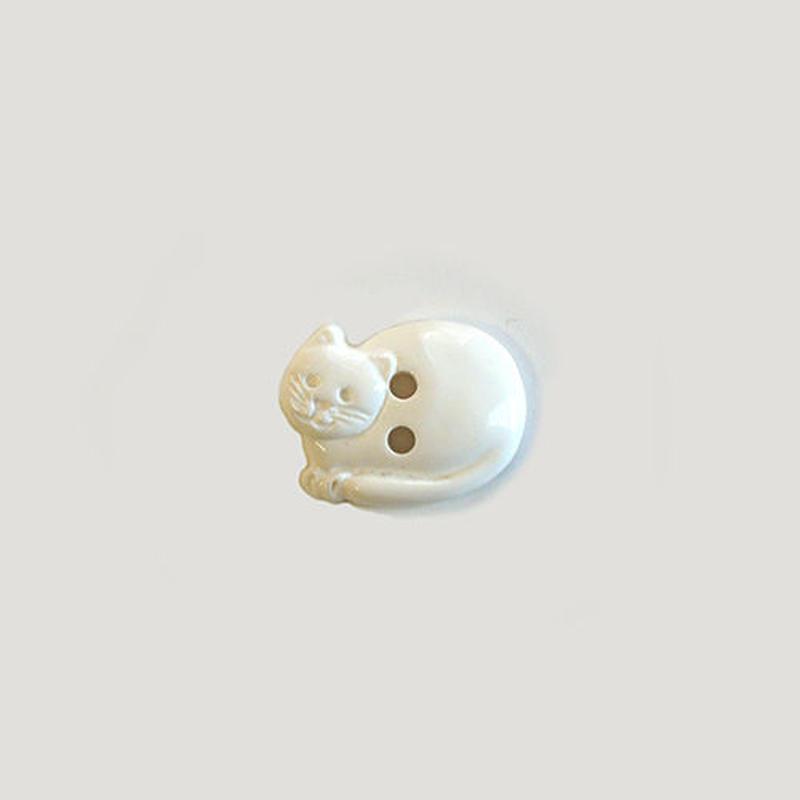 丸まったネコのボタン(JB77679 ホワイト)