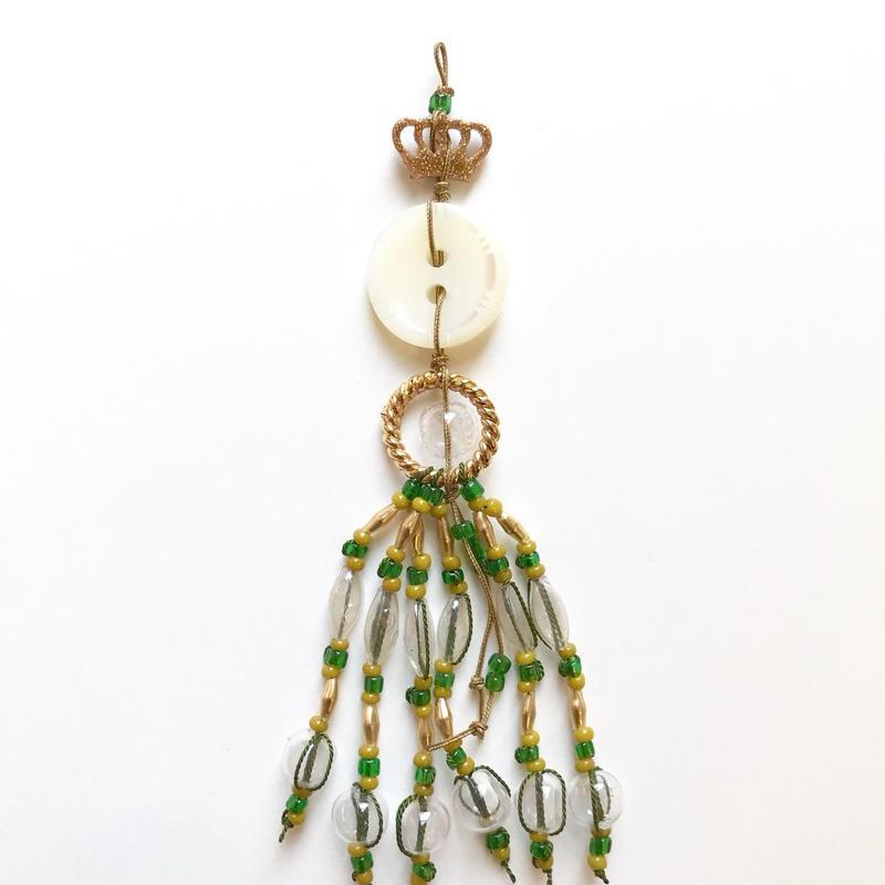 """Tightie × idola コラボキット 「貝ボタンとAntiqueスフレガラス・パーツで作る""""Une Medaille""""(勲章)」グリーン"""