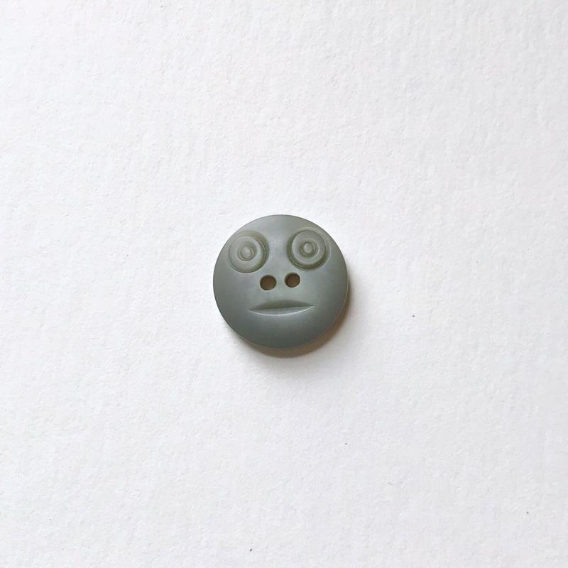 スマイルボタン  (Sサイズ グレー)