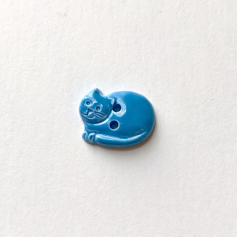 丸まったネコのボタン(JB77679 ブルー)