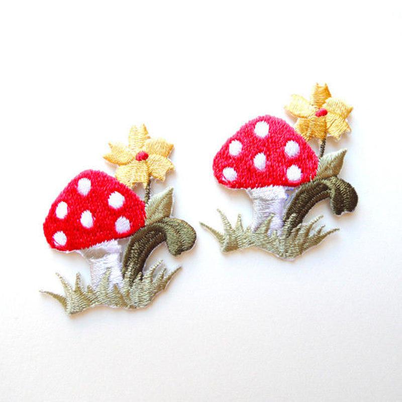 キノコと黄色い花(ワッペン)【2枚セット】