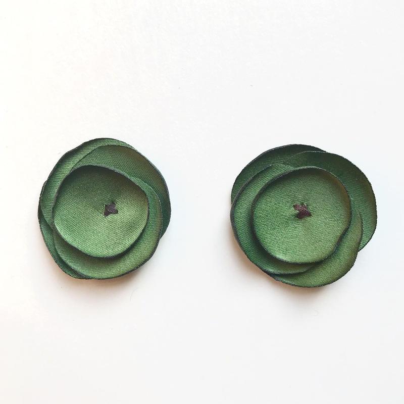 サテンフラワー(オリーブグリーン)【2枚セット】
