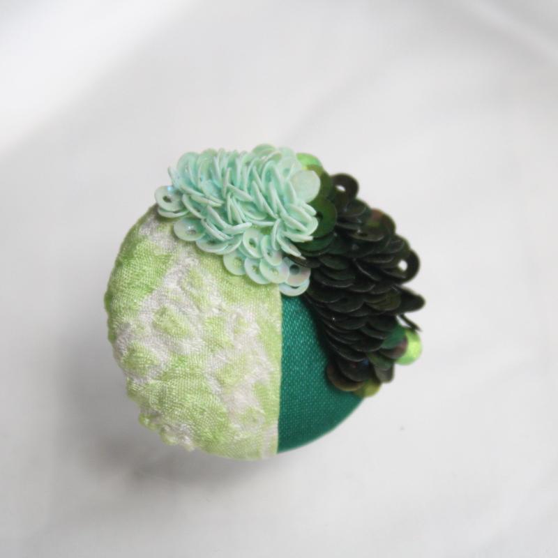 刺繍ブローチ(Kurumi和)クリソプレーズ(5月誕生石)
