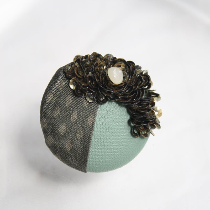 刺繍ブローチ(Kurumi和)オパール(10月誕生石)