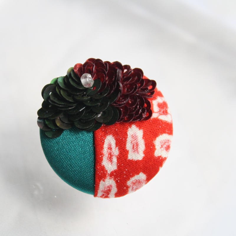 刺繍ブローチ(Kurumi和)クリスタル(4月誕生石)