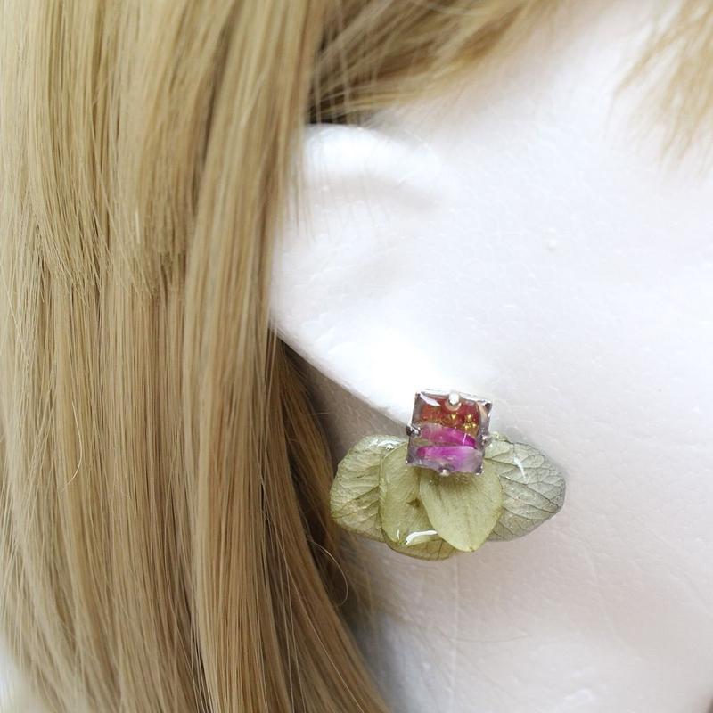 紫陽花とビジューのピアス(グリーン)