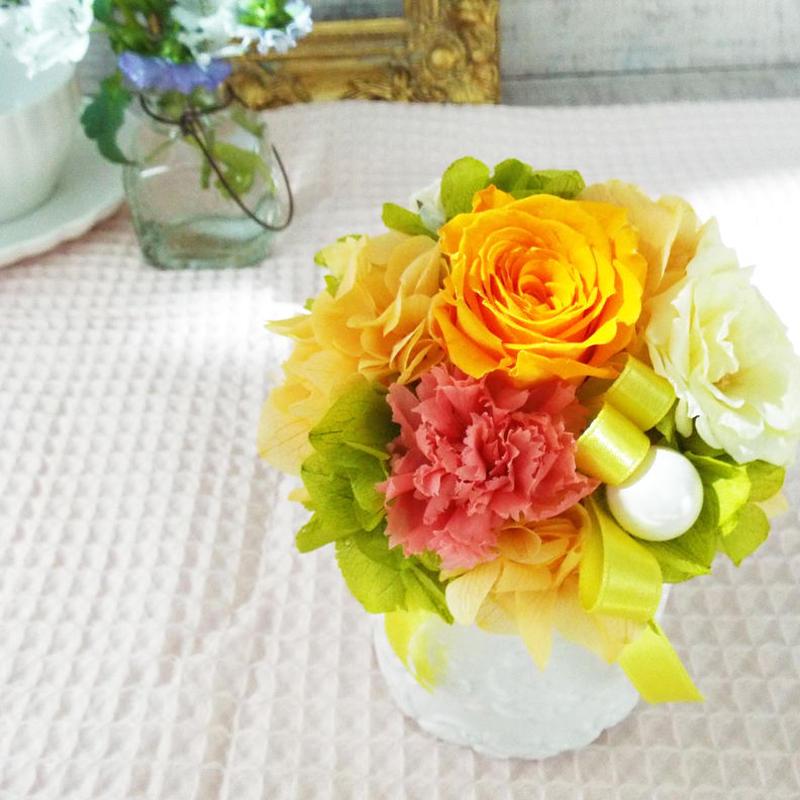 プリザーブド ローズのアレンジメント/白陶器 【apricot orange】