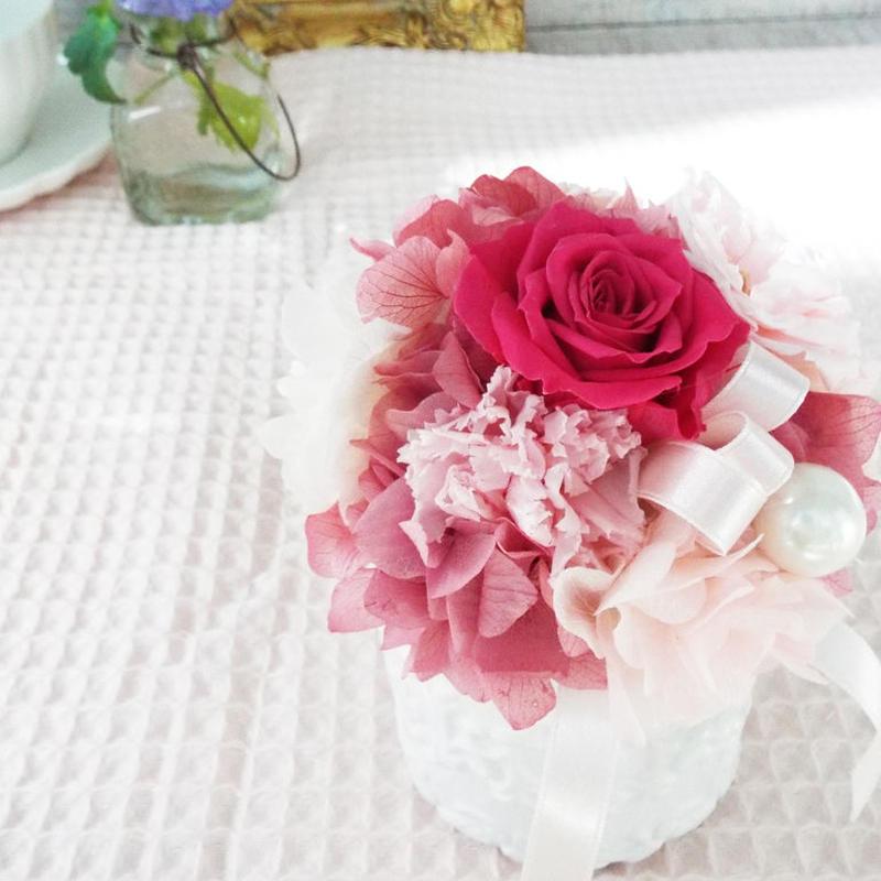 プリザーブド ローズのアレンジメント/白陶器 【rose pink】