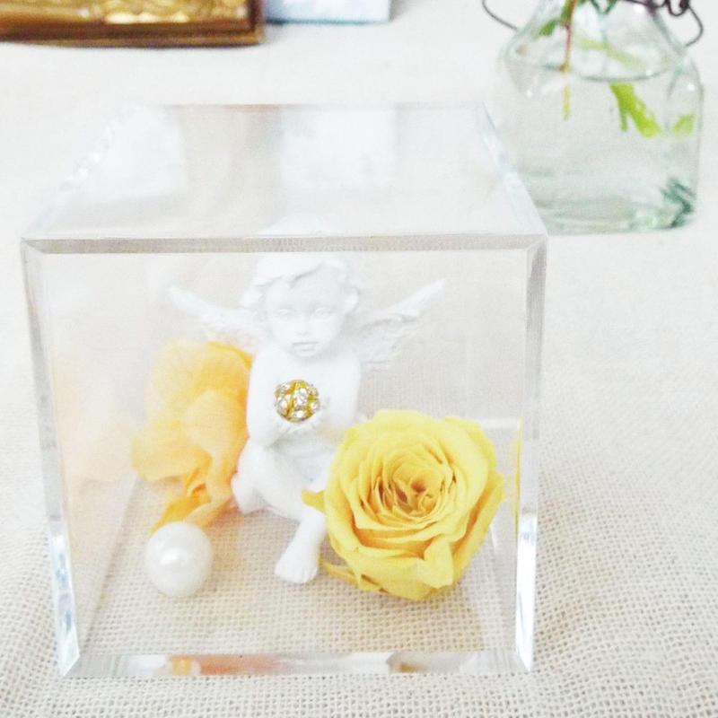 プリザーブドローズと天使のアレンジメント【pale yellow】