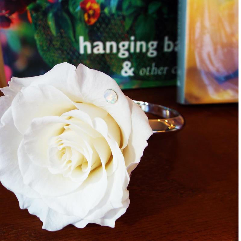 大輪のプリザーブドローズとスワロフスキーのリングアレンジメント【silk white】