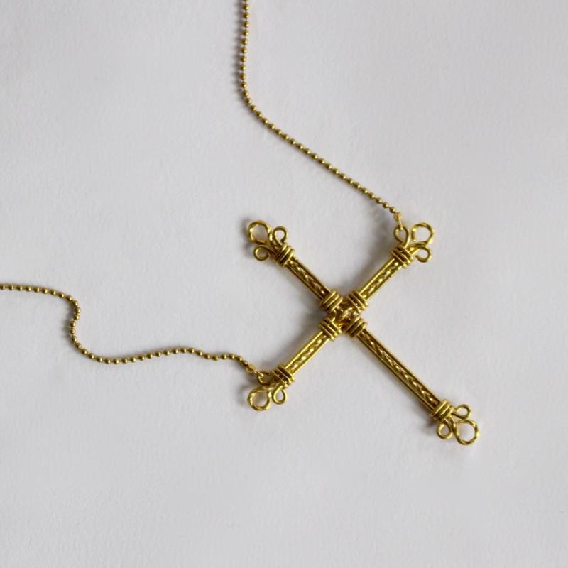 cross neckless (hand-knit)