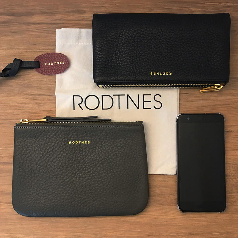 【RODTNES】ロドネス  Small Pouch Smoke grey クラッチバッグ、ポーチ