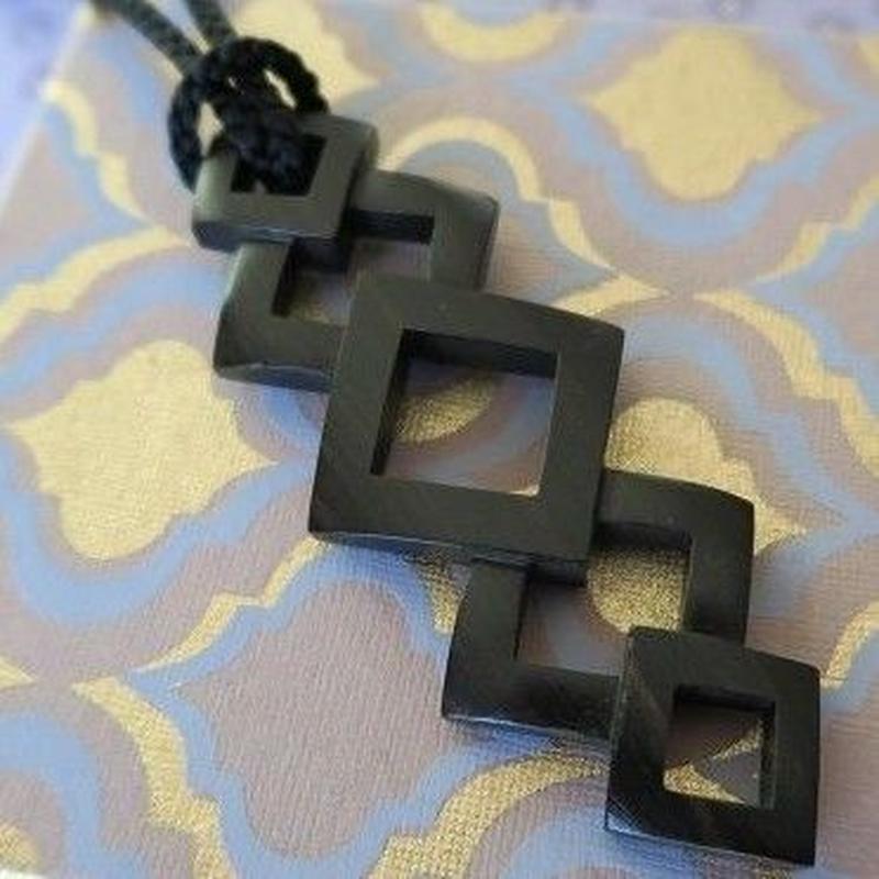 黒檀ペンダント 「スクエア5ネックレス」、Bijoux  Kei