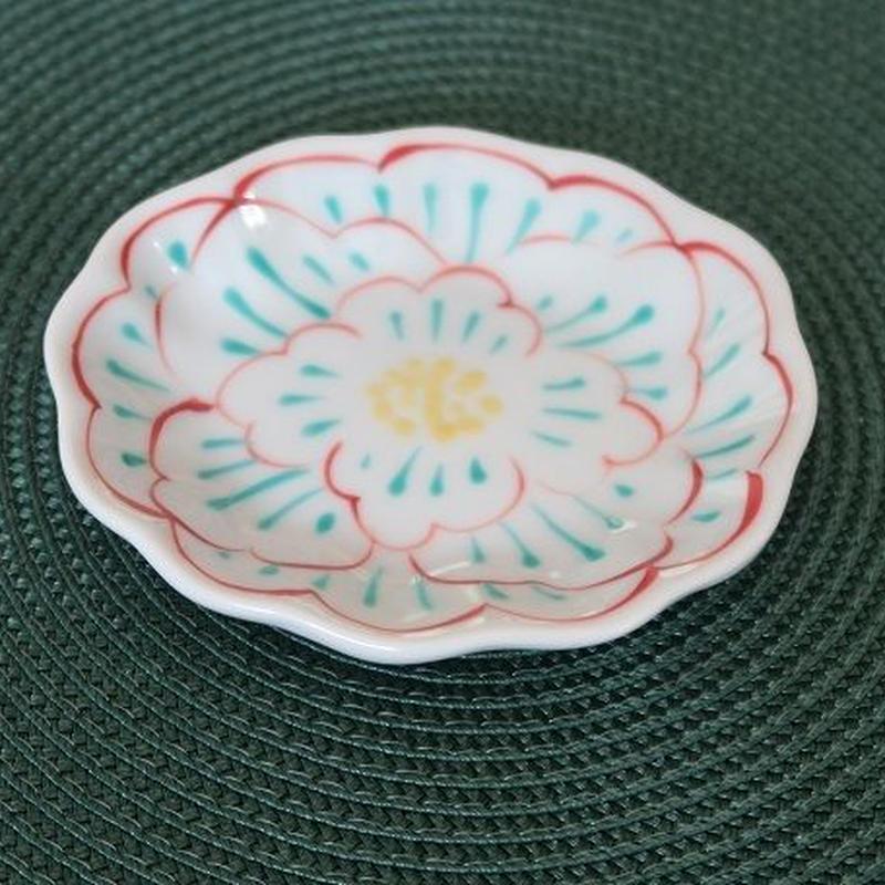 九谷焼小皿 牡丹紋輪花、赤地 径、再入荷! 柄が新しくなりました