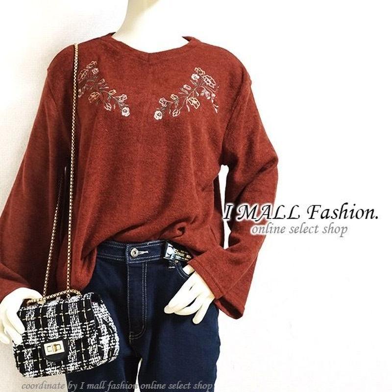 デコルテ花柄刺繍ブークレーニットセーター