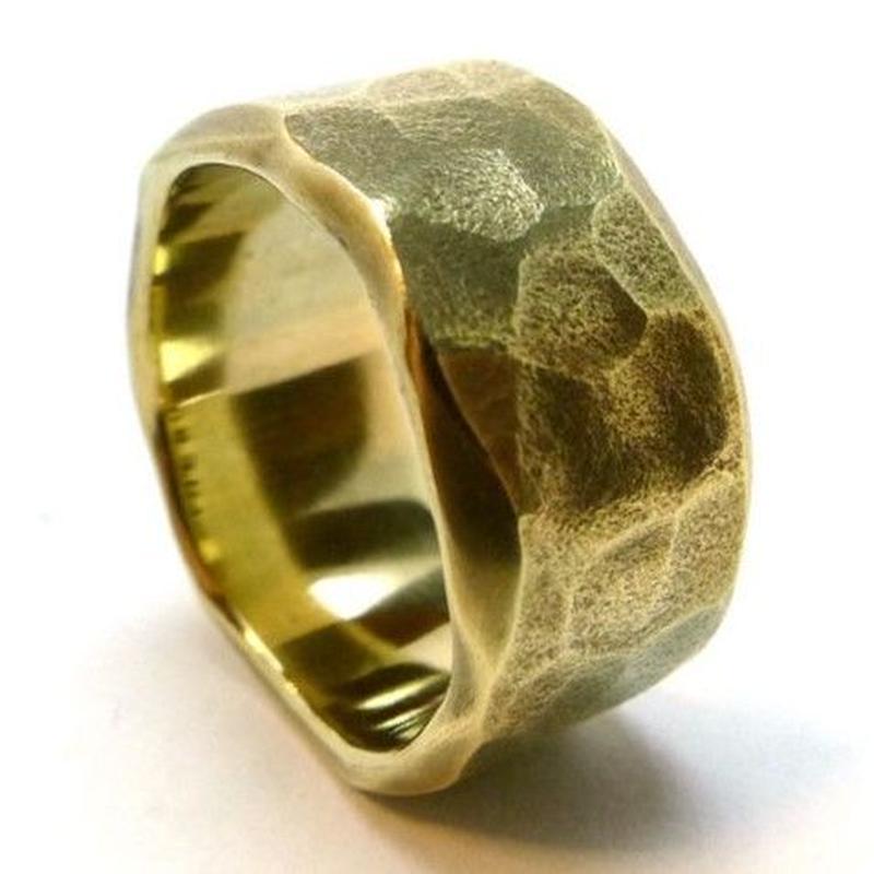 最高に渋いインパクトのあるリング真鍮製叩き込まれた無骨感!