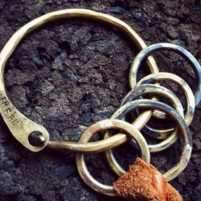 あえて磨きをかけずワイルド!ハンドメイドキーリング真鍮製⑤