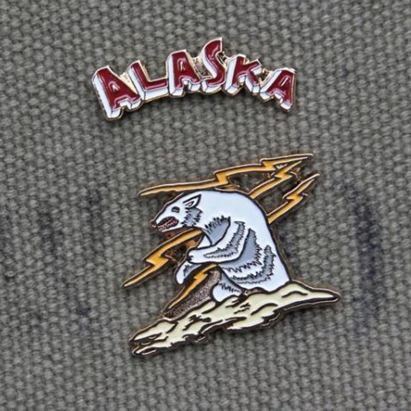 """ALASKA BEAR"" Souvenir Pin Set"