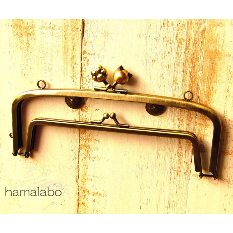 【HA-454】<廉価版>親子口金19cm(ネコ玉×肉球×アンティークゴールド)・カン付