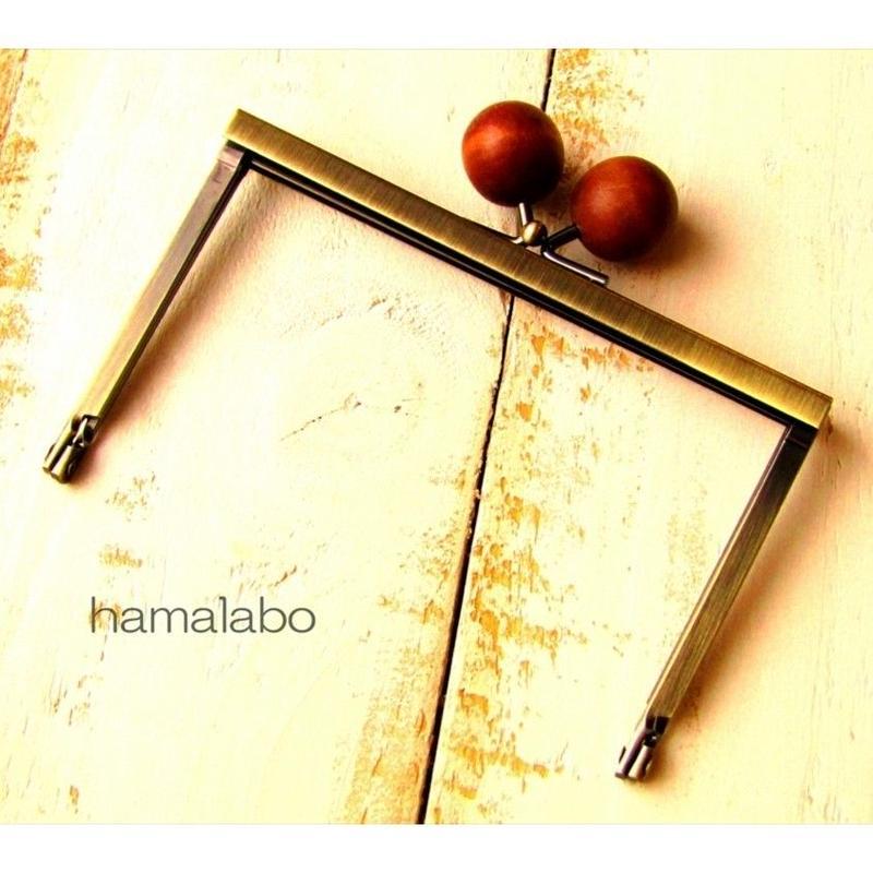4月10日販売開始!【HA-1497】12cm浮き足口金/ちょっと大きな茶色の木玉(アンティークゴールド)