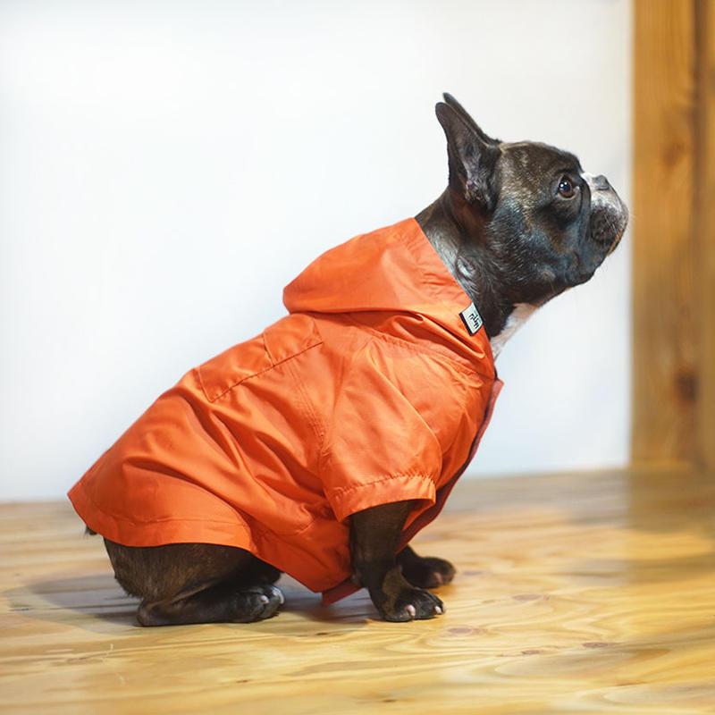 畳めるレインコート(橙色)  /  Packable Raincoat (Orange)
